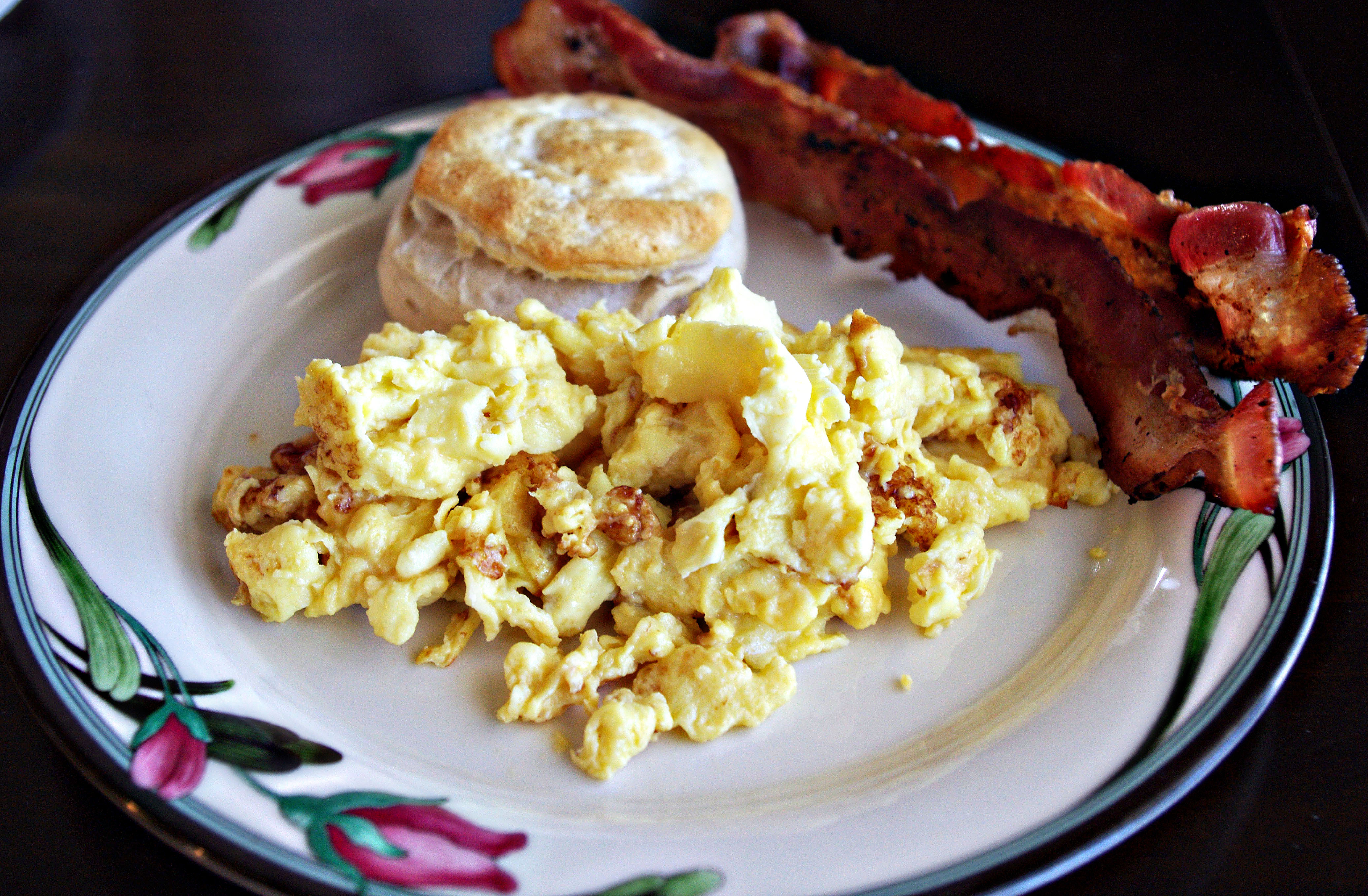 how to make scrambled eggs for two
