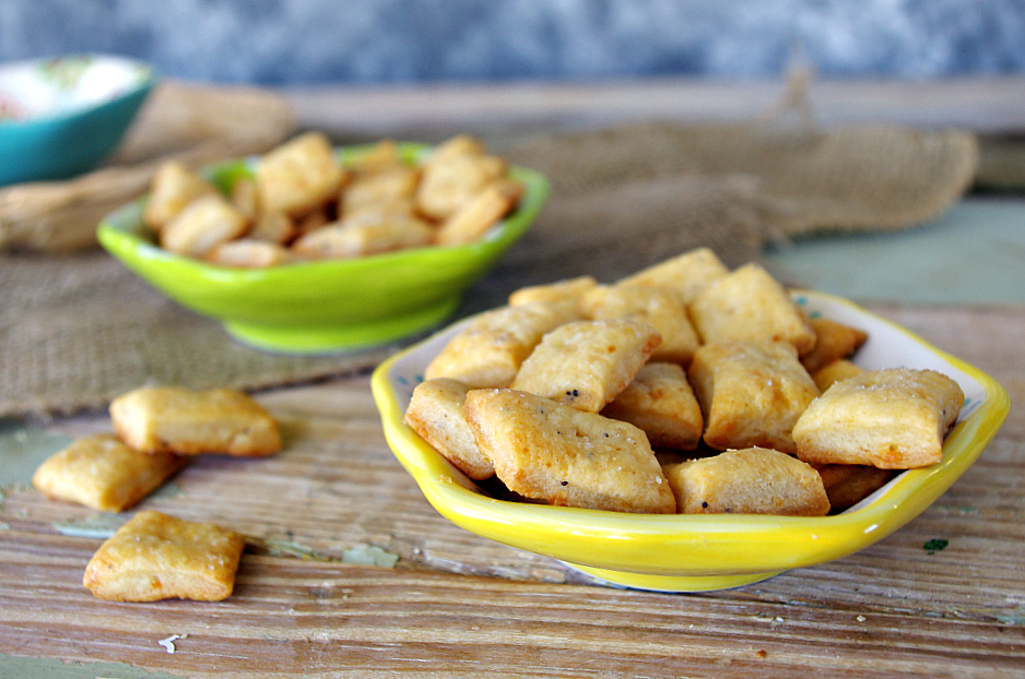 Sharp & Spicy Cheddar Crackers